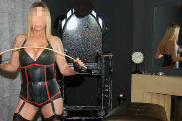 mistress dungeon curvy